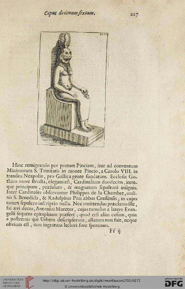"""Seite eines alten Buchs; oben: Zeichnung der löwenköpfigen Göttin Sachmet, die auf einem Thron sitzt, in der Hand ein ägyptisches Henkel-Kreuz, das """"Anch"""". Unter dem Bild ein 13 zeiliger, lateinischer Text."""