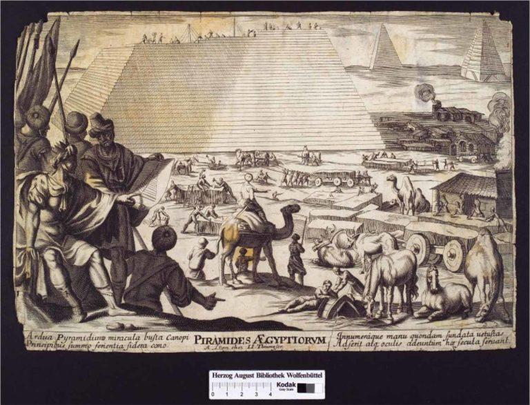 Zwei Pyramiden und eine Dritte, die sich im Aufbau befindet. Männer bearbeiten Baumaterialien und transportieren diese mit Hilfe von Dromedaren und Pferden. Im Vordergrund ein sitzender Mann mit Krone, dem ein anderer den Bauplan zeigt.