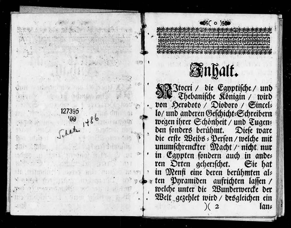 Zur Seite mit der Inhaltsbeschreibung aufgeschlagenes altes Buch.